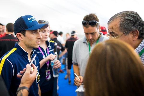 2015/2016 FIA Formula E Championship. Buenos Aires ePrix, Buenos Aires, Argentina. Friday 5 February 2016. Nicolas Prost (FRA), Renault e.Dams Z.E.15. Photo: Zak Mauger/LAT/Formula E ref: Digital Image _L0U9932