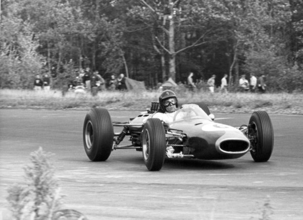 1964 United States Grand Prix.Watkins Glen, New York, USA.2-4 October 1964.Dan Gurney (Brabham BT7 Climax), retired, action.World Copyright - LAT Photographic.Ref: B/W Print.