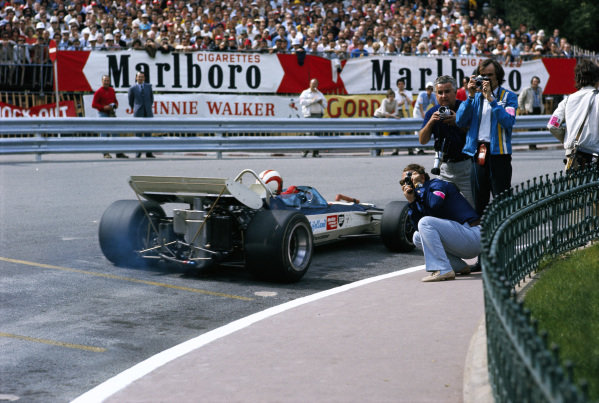 Rolf Stommelen, Surtees TS9 Ford, passing photographers at Casino square.