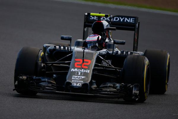 Silverstone, Northamptonshire, UK Friday 8 July 2016. Jenson Button, McLaren MP4-31 Honda, waves to the fans. World Copyright: Hone/LAT Photographic ref: Digital Image _ONY8050