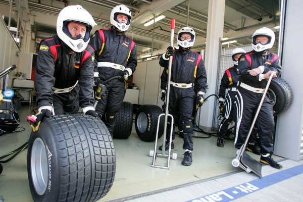 2005 A1 Grand Prix Championship.Round two, Lausitzring. 7th - 9th October 2005.German mechanics waiting for Timo Scheider (GER), Team Germany, to come in for a pitstop practiceWorld Copyright: Miltenburg/LATref: Digital Image Only