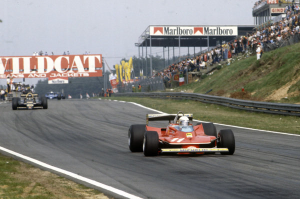 Jody Scheckter, Ferrari 312T4 leads James Hunt, Wolf WR7 Ford.