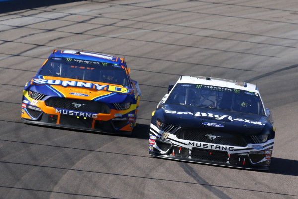 #10: Aric Almirola, Stewart-Haas Racing, Ford Mustang Smithfield and #17: Ricky Stenhouse Jr., Roush Fenway Racing, Ford Mustang SunnyD