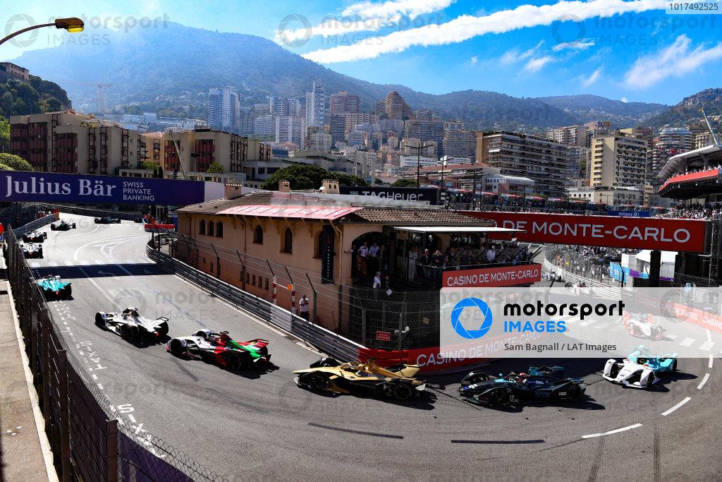 Daniel Abt (DEU), Audi Sport ABT Schaeffler, Audi e-tron FE05 leads Andre Lotterer (DEU), DS TECHEETAH, DS E-Tense FE19 Gary Paffett (GBR), HWA Racelab, VFE-05 and Tom Dillmann (FRA), NIO Formula E Team, NIO Sport 004