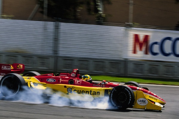 Mario Haberfeld, Mi-Jack Conquest Racing, Reynard 02I, locks up.