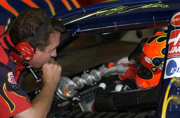 2002 NASCAR,New Hampshire Intl. Speedway,Sept 13-15, 2002 NASCAR, Loudon,NH . USA -Robbie Loomis talking with Jeff Gordon,Copyright-Robt LeSieur2002LAT Photographic