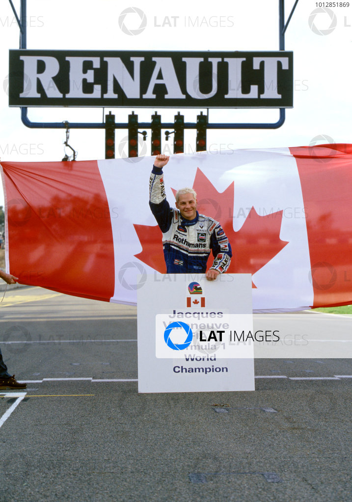1997 European Grand PrixJerez, Spain. 26th October.Newly Crowned Canadian World Champion Jacques Villeneuve (Williams Renault) on the grid after the race.World Copyright: Martyn Elford/LAT Photographicref: 35mm Transparency Image