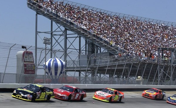 Nineteenth placed Ricky Rudd (USA) Havoline Ford leads the field in front of a packed grandstand.