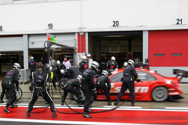 Pit stop for CongFu Cheng (CHN), stern AMG Mercedes, stern AMG Mercedes C-Klasse (2008).DTM, Rd10, Adria International Raceway, Italy. 29-31 October 2010 World Copyright: LAT Photographicref: dne1031oc120