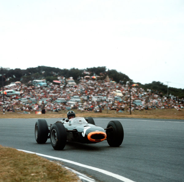 East London, South Africa.30th December 1964 - 1st January 1965.Graham Hill (BRM P261) 1st position.Ref-3/1480.World Copyright - LAT Photographic