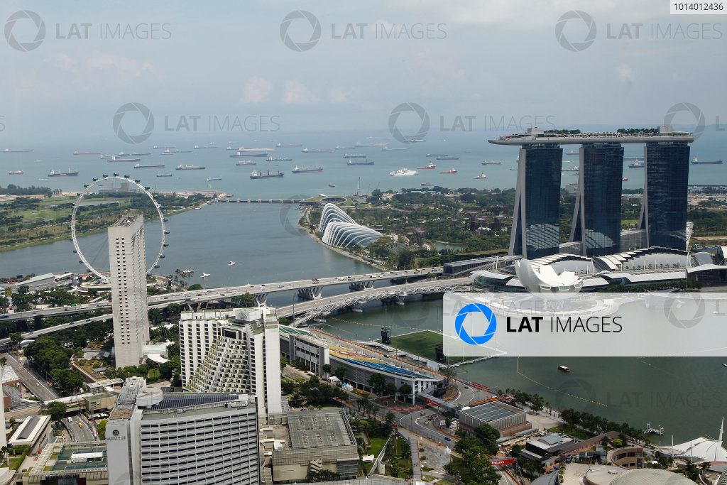 Marina Bay Circuit, Singapore. 18th September 2013. A view over Singapore. World Copyright: Jed Leicester/LAT Photographic. ref: Digital Image _JED1084