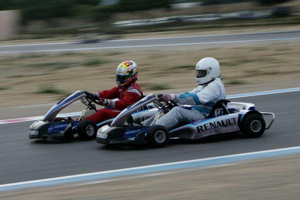 2005 GP2 Karting Challenge13th June 2005Ernesto Viso (YV, BCN Competicion). passes Journo Andy Van de Burgt. (GB, Autosport)Circuit Paul Ricard, FranceWorld Copyright: GP2 SeriesDigital Image Only