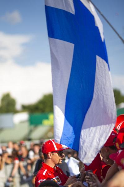 Kimi Raikkonen (FIN) Ferrari signs autographs for the fans