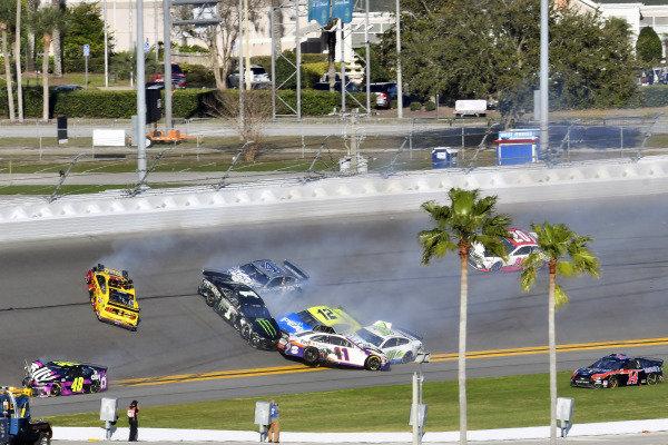 #11: Denny Hamlin, Joe Gibbs Racing, Toyota Camry FedEx Express and #22: Joey Logano, Team Penske, Ford Mustang Shell Pennzoil wreck