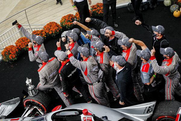 #12: Will Power, Team Penske Chevrolet celebrates winning the Harvest GP Race 2, crew members celebrate