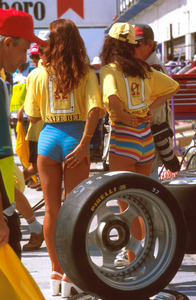 Hungaroring, Budapest, Hungary. 9-11 August 1996. Grid girls in the pits.  Ref-96 HUN 18. World Copyright - LAT Photographic