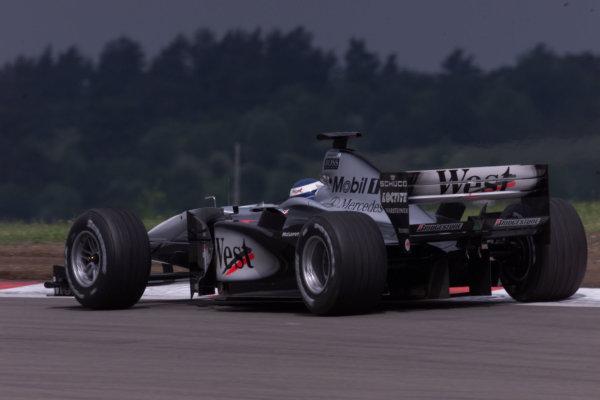 2000 European Grand Prix.Nurburgring, Germany.19-21 May 2000.Mika Hakkinen (McLaren MP4/15 Mercedes) 2nd position.World Copyright - LAT Photographic