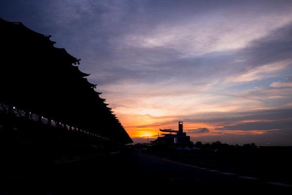 Sepang International Circuit, Sepang, Malaysia. Friday 29 September 2017. Sun rises at the Sepang Circuit. World Copyright: Zak Mauger/LAT Images  ref: Digital Image _56I2077