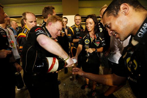 Yas Marina Circuit, Abu Dhabi, United Arab Emirates Sunday 4th November 2012. The Lotus team celebrate victory. World Copyright: Andrew Ferraro/  ref: Digital Image _79P3996
