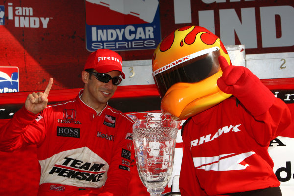 Helio Castroneves (BRA), Team Penske, left, won the Honda Grand Prix of St. Petersburg, Streets of St. Petersburg. Picture here with Firehawk, right.IRL IndyCar Series, Rd2, Honda Grand Prix of St Petersburg, Florida, USA. 31 March-01 April 2007.DIGITAL IMAGE