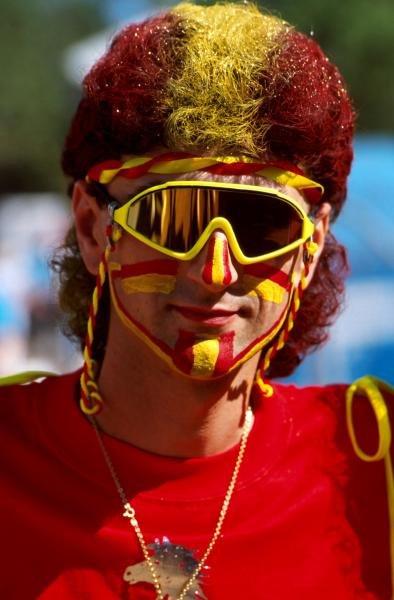 A very colourful fan Australian GP - Adelaide, Australia, 4 November 1990