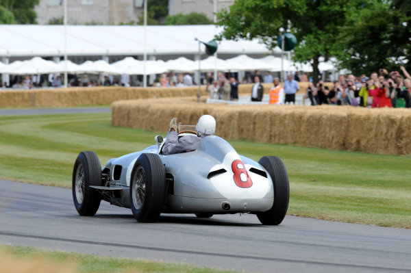 2014 Goodwood Festival of Speed Goodwood Estate, West Sussex, England 26th - 29th June 2014 Sir Stirling Moss, Mercedes W196.  World Copyright: Jeff Bloxham/LAT Photographic ref: Digital Image DSC_8567