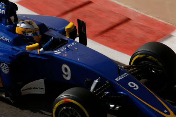 Yas Marina Circuit, Abu Dhabi, United Arab Emirates. Saturday 28 November 2015. Marcus Ericsson, Sauber C34 Ferrari. World Copyright: Charles Coates/LAT Photographic ref: Digital Image _99O9033