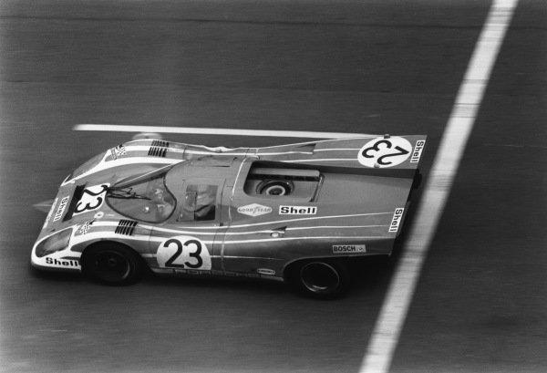 1970 Le Mans 24 hours. Le Mans, France. 13th - 14th June 1970. Hans Herrmann / Richard Attwood (Porsche 917K), 1st position, action. World Copyright: LAT Photographic. Ref: L70 - 557 - 2A.