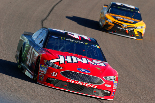 Monster Energy NASCAR Cup Series Ford EcoBoost 400 Homestead-Miami Speedway, Homestead, FL USA Sunday 19 November 2017 Kurt Busch, Stewart-Haas Racing, Haas Automation/Monster Energy Ford Fusion and Matt Kenseth, Joe Gibbs Racing, DEWALT Hurricane Recovery Toyota Camry World Copyright: Russell LaBounty LAT Images