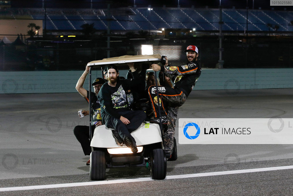 Monster Energy NASCAR Cup Series Ford EcoBoost 400 Homestead-Miami Speedway, Homestead, FL USA Monday 20 November 2017 Martin Truex Jr, Furniture Row Racing, Bass Pro Shops / Tracker Boats Toyota Camry arrives at photo shoot with his team World Copyright: Michael L. Levitt LAT Images