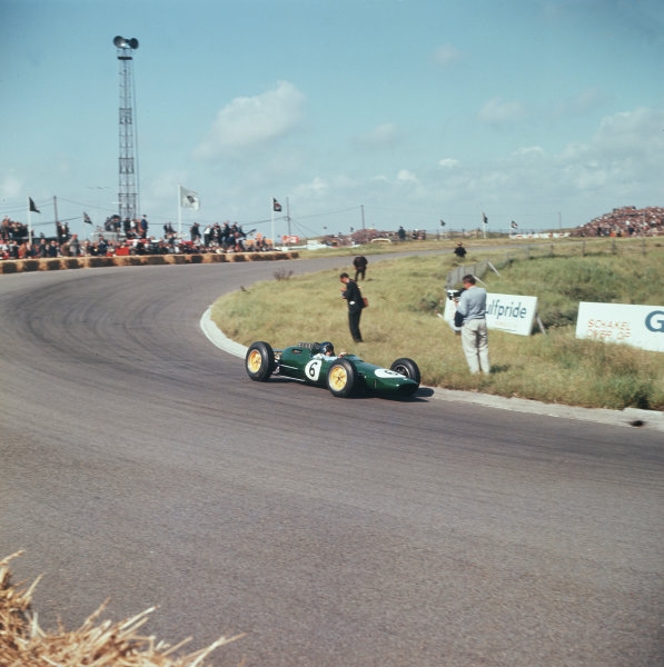 Zandvoort, Holland 21-23 June 1963 Jim Clark (Lotus 25 Climax) 1st position Ref-3/0971A World Copyright - LAT Photographic