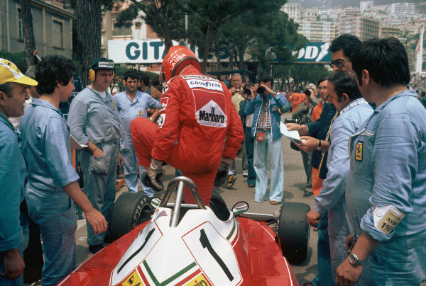 Monte Carlo, Monaco. 27th - 30th May 1976. Niki Lauda (Ferrari 312T2), 1st position, climbs into his car, portrait.  World Copyright: LAT Photographic.  Ref:  76 MON 57.
