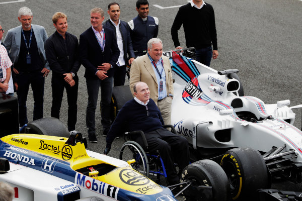 Williams 40 Event Silverstone, Northants, UK Friday 2 June 2017. Sir Frank Williams and Patrick Head pose between a Williams FW40 Mercedes and FW11 Honda. Behind, stands Damon Hill, Nico Rosberg, David Coulthard, Pastor Maldonado, Karun Chandhok and Alex Wurz. World Copyright: Zak Mauger/LAT Images ref: Digital Image _54I1349