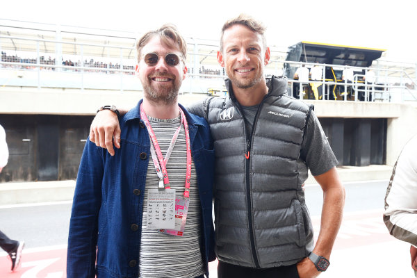 Silverstone, Northamptonshire, UK.  Sunday 16 July 2017. Ricky Wilson of the Kaiser Chiefs with Jenson Button, McLaren. World Copyright: Andrew Hone/LAT Images  ref: Digital Image _ONZ6870