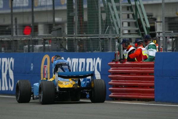 2003 British Grand Prix - Sunday race, Silverstone, England.20th July.Fernando Alonso, Renault R23, stops on the track.World Copyright LAT Photographic.Digital Image Only.