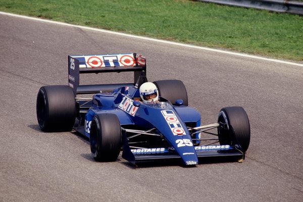1987 Italian Grand Prix.Monza, Italy.4-6 September 1987.Rene Arnoux (Ligier JS29C Megatron) 10th position.Ref-87 ITA 30.World Copyright - LAT Photographic
