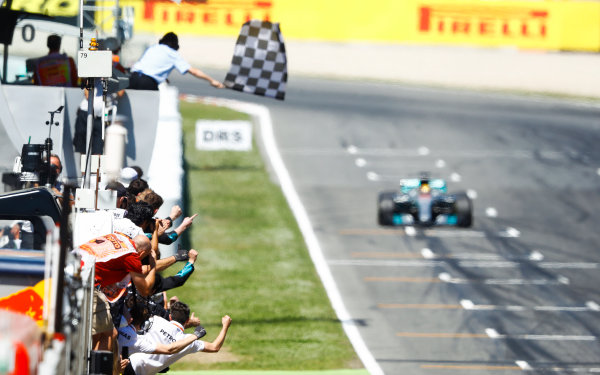 Circuit de Catalunya, Barcelona, Spain. Sunday 14 May 2017. Lewis Hamilton, Mercedes F1 W08 EQ Power+, heads for the chequered flag. World Copyright: Steven Tee/LAT Images ref: Digital Image _R3I2810