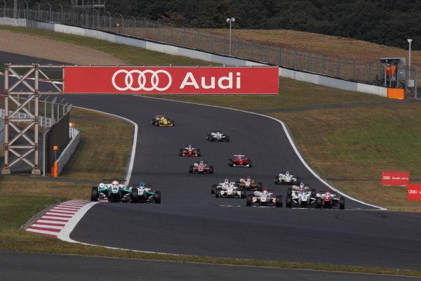 Rd 14 - 15. Fuji Speeway, Japan. 13th - 14th October 2012.Rd 14 - Start of the race, action.World Copyright: Yasushi Ishihara/LAT Photographicref: Digital Image 2012JF3_Rd14_001