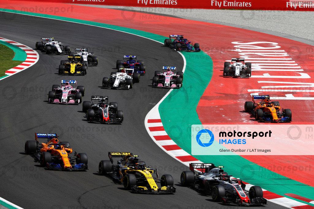 Kevin Magnussen, Haas F1 Team VF-18 Ferrari, leads Carlos Sainz Jr., Renault Sport F1 Team R.S. 18, Fernando Alonso, McLaren MCL33 Renault and Romain Grosjean, Haas F1 Team VF-18 Ferrari, as Stoffel Vandoorne, McLaren MCL33 Renault, and Marcus Ericsson, Sauber C37 Ferrari, run wide.