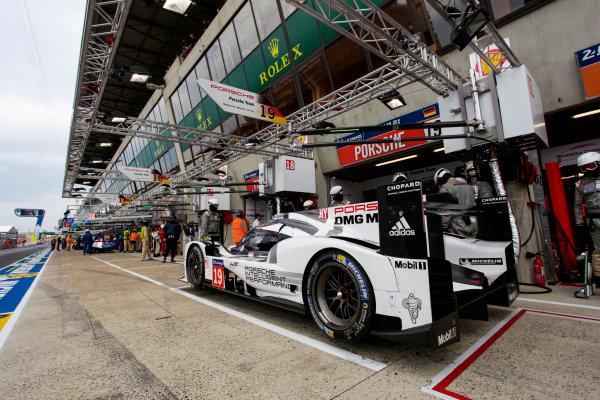 2015 Le Mans 24 Hours. Circuit de la Sarthe, Le Mans, France. Wednesday 10 June 2015. Porsche Team (Porsche 919 Hybrid - LMP1), Nico Hulkenberg, Earl Bamber, Nick Tandy.  World Copyright: Zak Mauger/LAT Photographic. ref: Digital Image _MG_8515