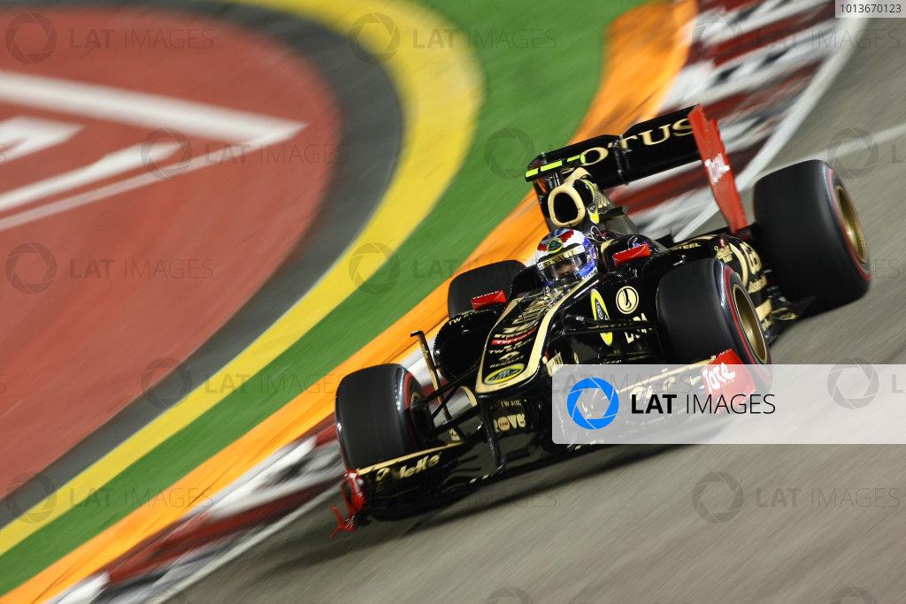 Marina Bay Circuit, Singapore.24th September 2011.Vitaly Petrov, Lotus Renault GP R31. Action. World Copyright: Andy Hone/LAT Photographicref: Digital Image CSP28357