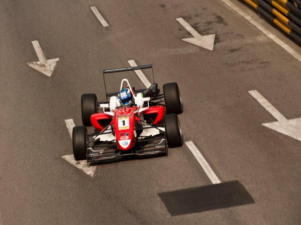 Formula Three. 16th - 19th November 2011. Circuit de Guia, Macau. Marco Wittmann, Signature. Action. World Copyright: Drew Gibson/LAT Photographic. ref: Digital Image _Y2Z6284