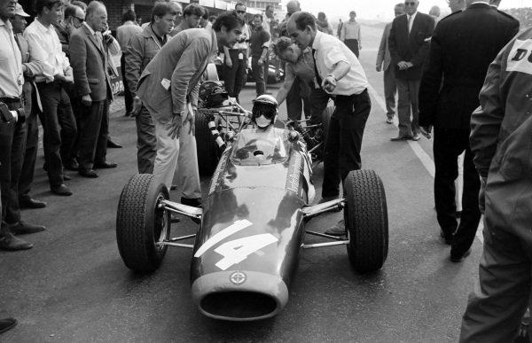 'Grand Prix' director John Frankenheimer with Phil Hill in the pit lane.
