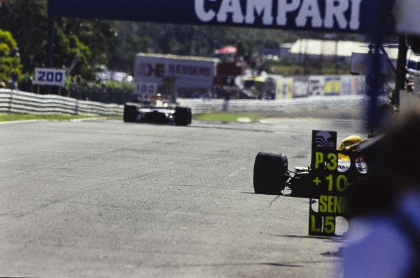 Nigel Mansell, Williams FW14B Renault, passes Riccardo Patrese's wrecked Williams FW14B Renault.
