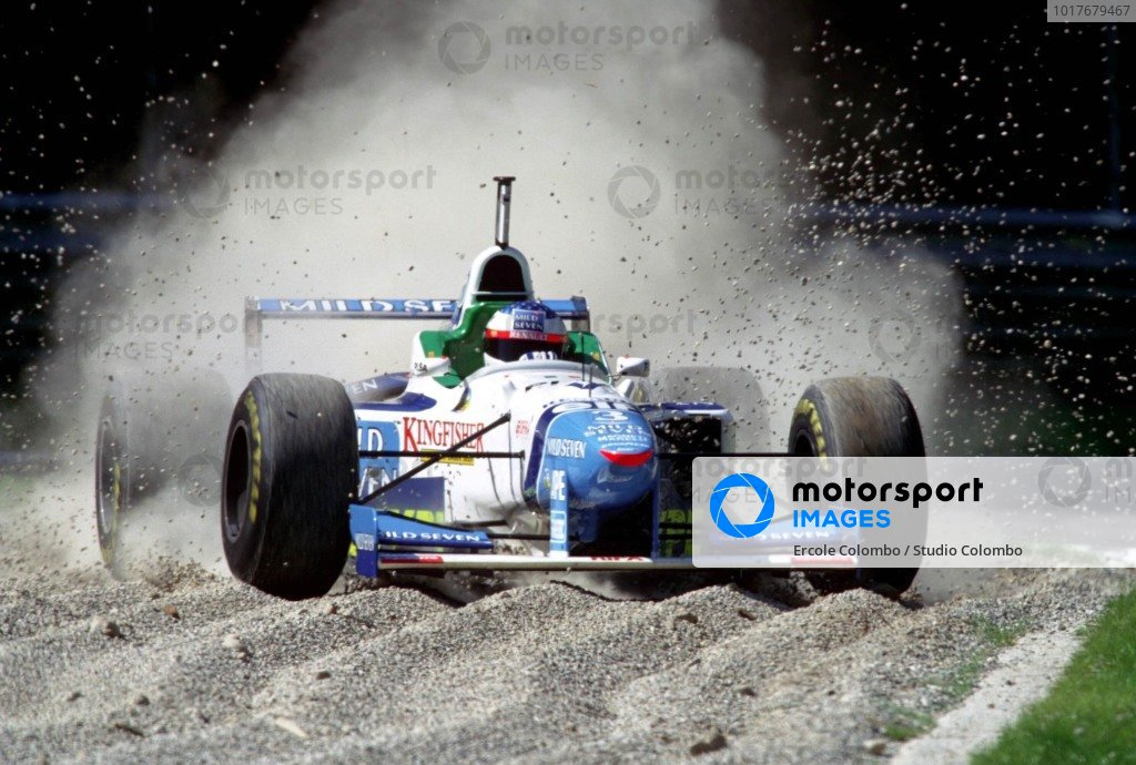 Jean Alesi, Benetton B196 Renault, takes a trip through the gravel.