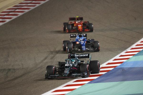 Lance Stroll, Aston Martin AMR21 Fernando Alonso, Alpine A521 Carlos Sainz, Ferrari SF21