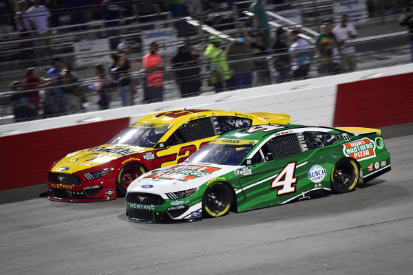 #4: Kevin Harvick, Stewart-Haas Racing, Ford Mustang Hunt Brothers Pizza, #22: Joey Logano, Team Penske, Ford Mustang Shell Pennzoil