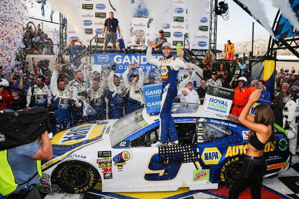 #9: Chase Elliott, Hendrick Motorsports, Chevrolet Camaro NAPA Auto Parts celebrates