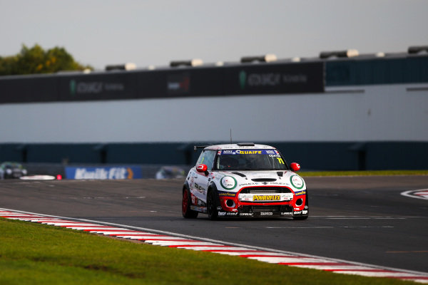 Max Coates - Graves Motorsport MINI
