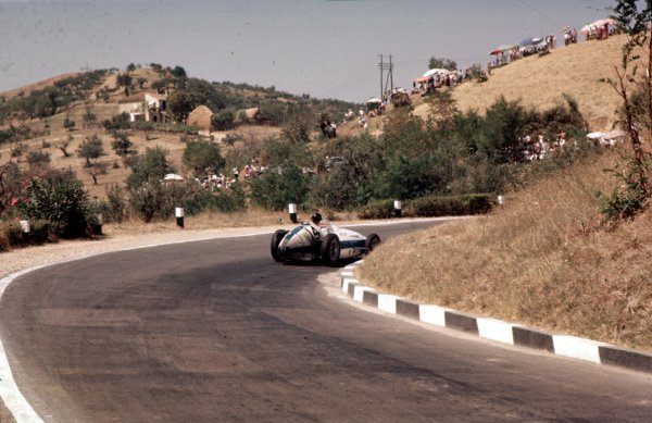 1957 Pescara Grand Prix.Pescara, Italy.16-18 August 1957. Masten Gregory (Maserati 250F) 4th position.Ref-57 PES 07.World Copyright - LAT Photographic